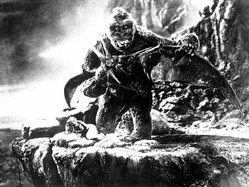 Kong battles a flying pterosaur while still on Skull Island in the 1933 version of King Kong
